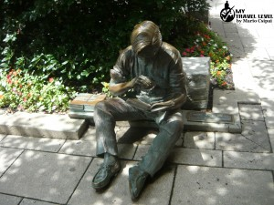 """Out to lunch"" din Princeton NJ, statuie realizată de J. Seward Johnson Jr."